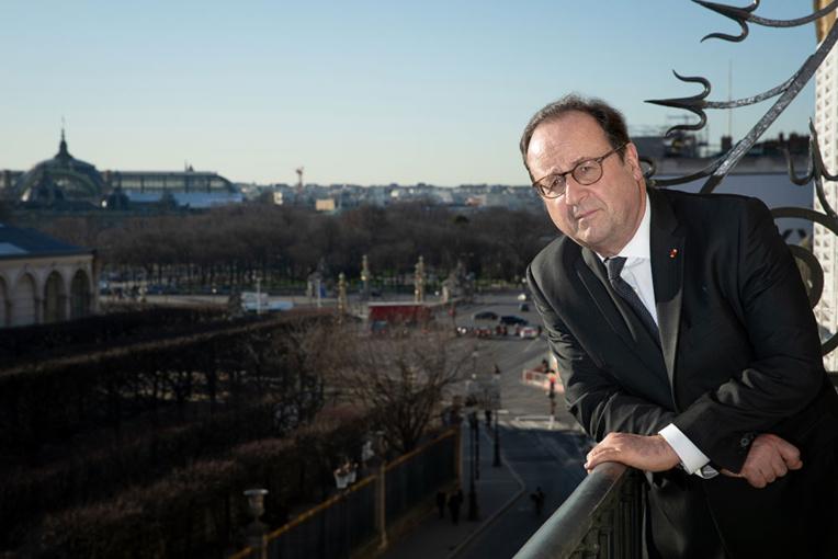 François Hollande salue les personnels des Ehpad après le décès de son père