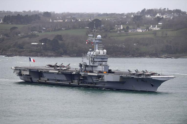 Suspicion de cas de Covid-19 à bord du porte-avions français Charles-de-Gaulle