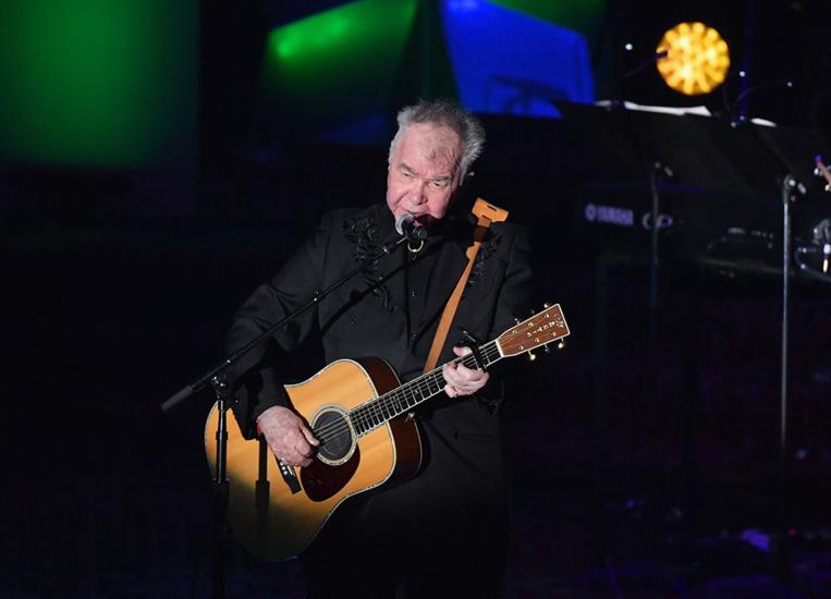Le chanteur folk américain John Prine meurt à 73 ans du coronavirus