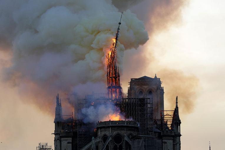 Un an après l'incendie, Notre-Dame va résonner dans un pays éprouvé par le viru