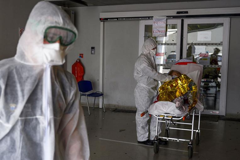 Coronavirus: plus de 17.000 morts en France, les incertitudes du 11 mai