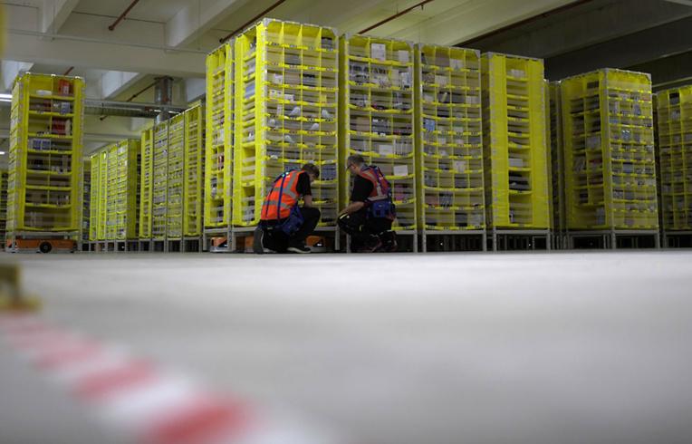 """La date de réouverture des sites d'Amazon France encore """"inconnue"""", selon son directeur"""