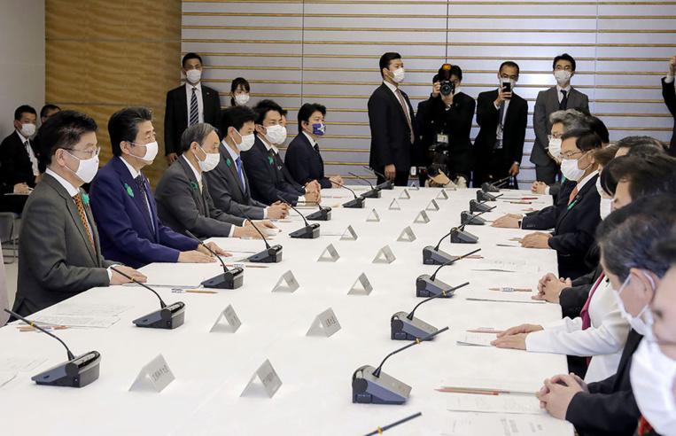 Japon: le Premier ministre étend l'état d'urgence à tout le pays à cause de la pandémie