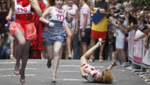 A Moscou, 150 jeunes femmes font un sprint glamour en talons aiguilles
