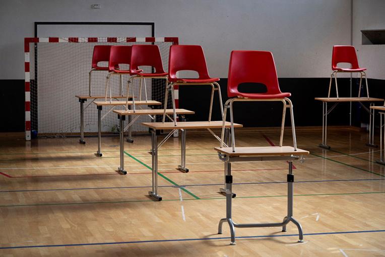 """Ecoles: réouverture """"par territoire"""" ou """"par moitié de classe"""" à l'étude"""
