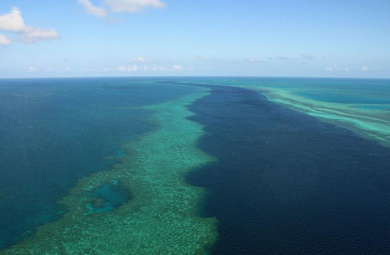 """Australie: rendre les """"nuages brillants"""" pour protéger la Grande Barrière"""