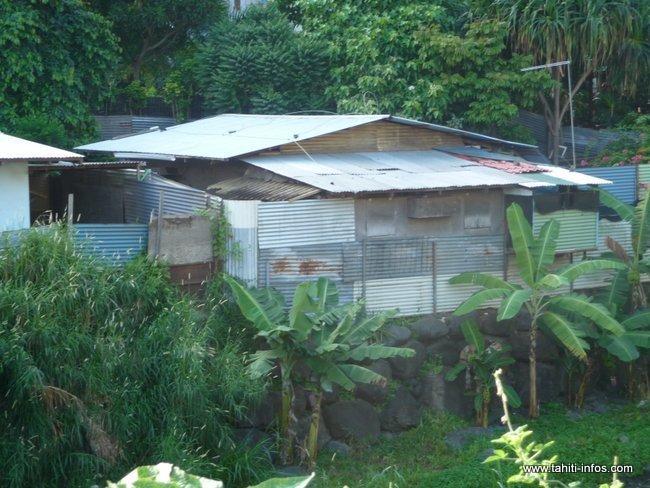 Des kits sanitaires et paniers alimentaires dans les quartiers prioritaires