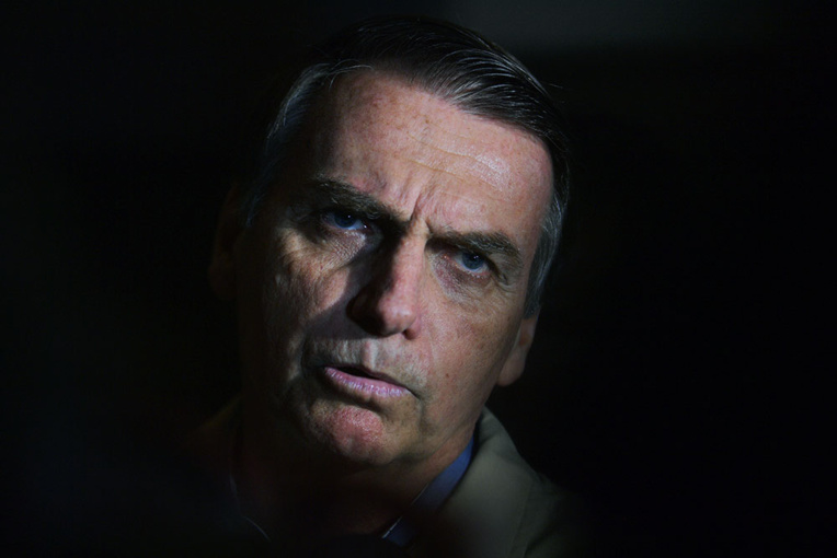 Brésil: Bolsonaro visé par une enquête qui pourrait lui coûter son mandat