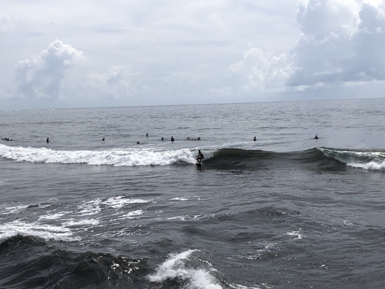 Les nombreux bodyboardeurs et surfeurs du fenua ont retrouvé les spots de surf.