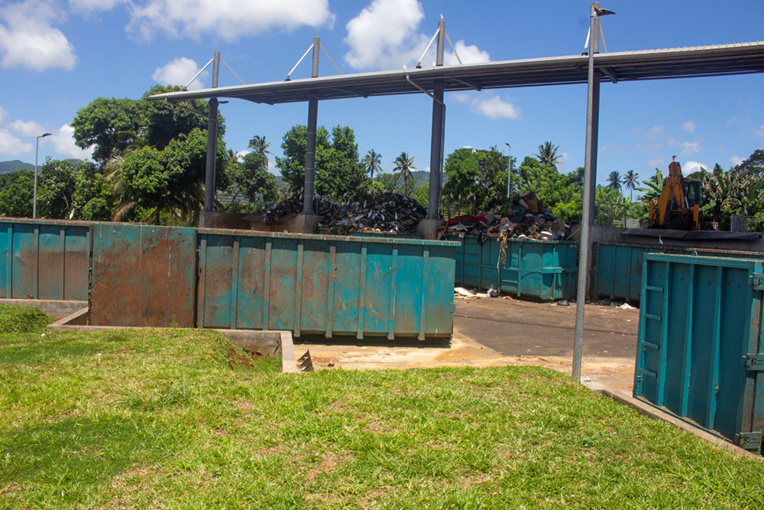 """Le déconfinement est """"reporté"""" à Mayotte où le virus circule """"activement"""""""