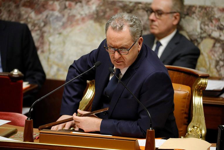Le projet de loi prolongeant l'état d'urgence sanitaire aux mains du Sénat, très critique