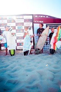 Légende photo: Kauli Vaast à droite un peu déçu de sa troisième place.