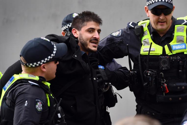 Virus: dix arrestations lors d'un rassemblement contre les restrictions en Australie