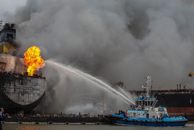 Indonésie: 22 blessés sur un pétrolier en feu, des dizaines de personnes à bord