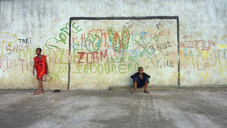 A Mayotte le confinement perdure, mais reste difficile à respecter