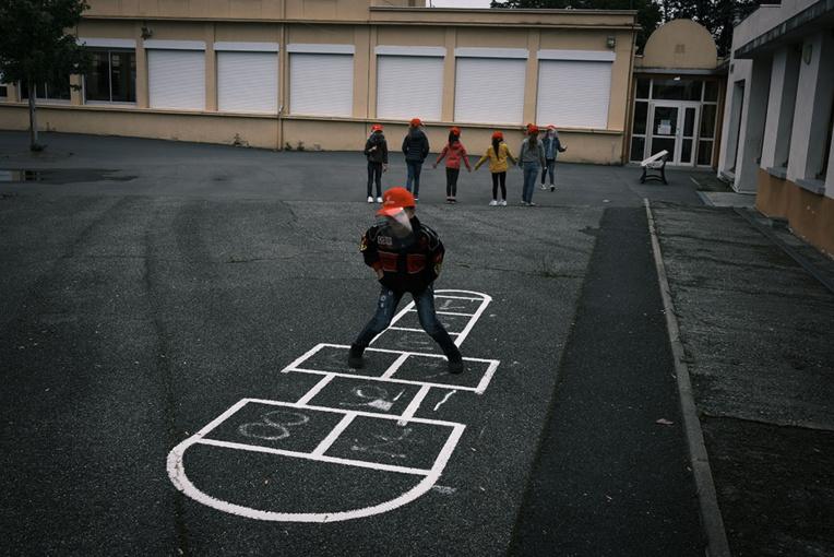 Début du déconfinement dans les écoles avec une réouverture sous haute surveillance