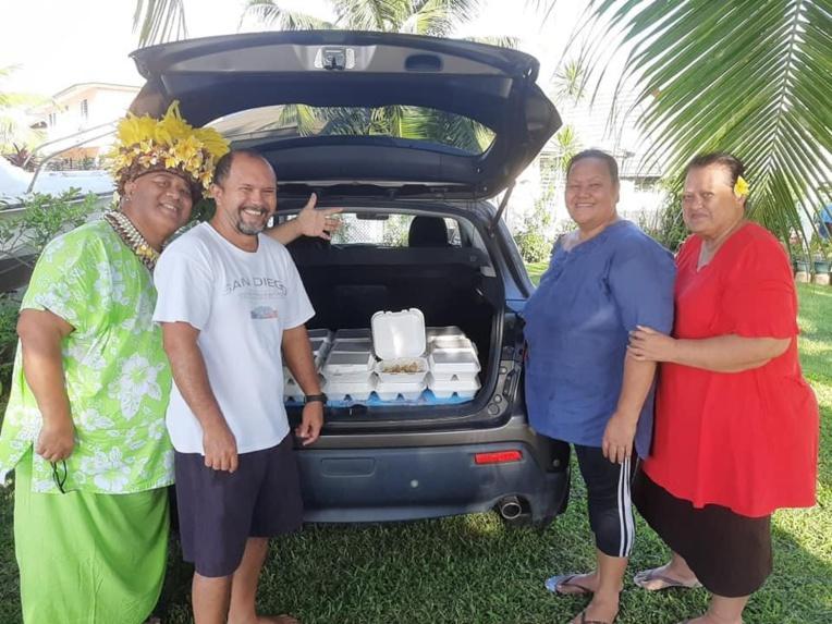 Des membres de la troupe Hei Tahiti de Tiare Trompette ont assuré une série de livraison. Ils ont même souhaité reconduire l'expérience ce samedi.