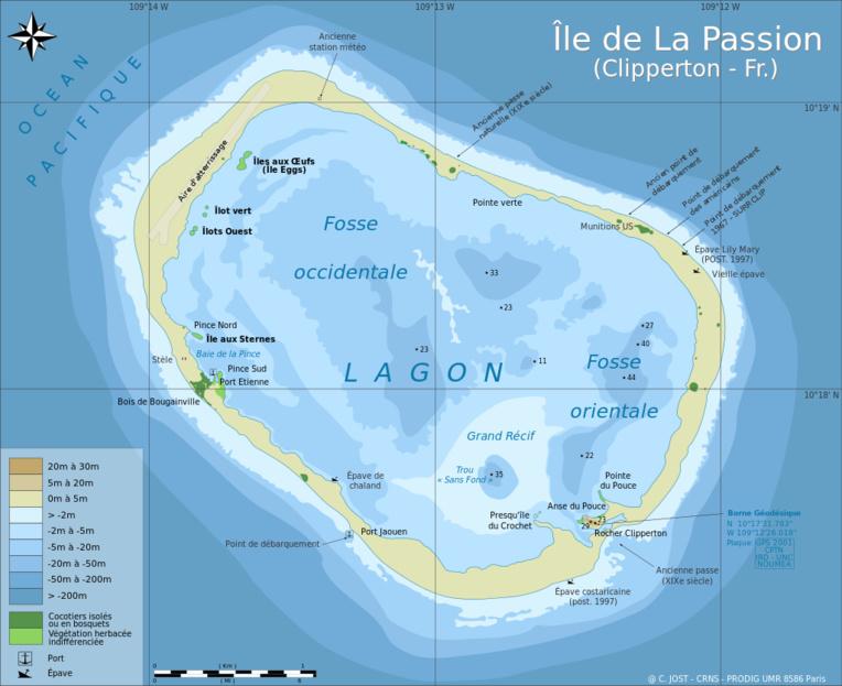 La carte actuelle de Clipperton. Si la piste d'atterrissage construite par les Américains existe toujours, en revanche, en partant, ils ont eu l'indélicatesse –et la mesquinerie– de reboucher la passe permettant d'accéder au lagon.