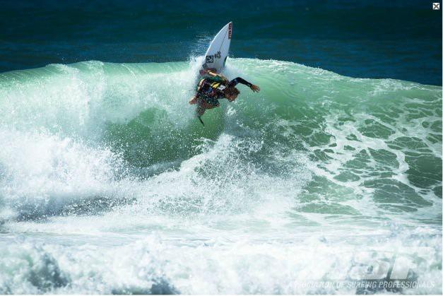 Le tahitien Steven Pierson s'est qualifié pour le 5e round éliminatoire de la compétition WQS Lacanau Pro 2012 (Photo : ASP)