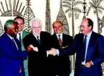 Signature de l'accord de Noumea le 5 Mai 1998