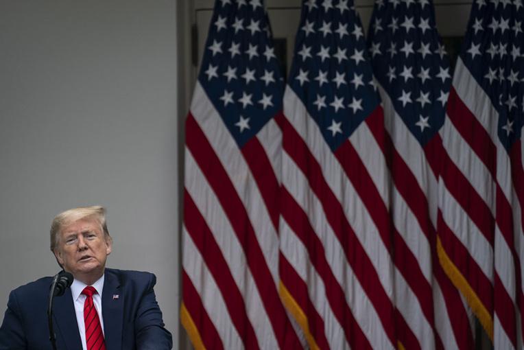 Coronavirus: Trump menace de couper les vivres à l'OMS pour de bon