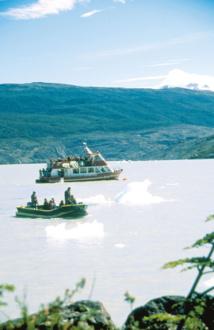 """Le bateau qui permet d'accéder au glacier, le """"Grey II"""", appartient à l'Hosteria Lago Grey."""
