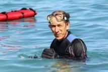 Réunion: le nageur écologiste achève sa seconde traversée sous les insultes de surfeurs