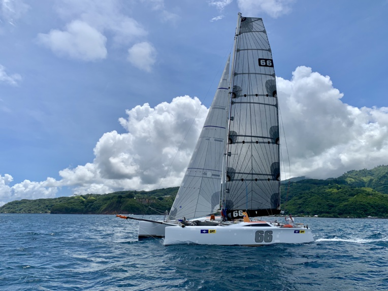 Le 66, nouveau catamaran de course de Thierry Hars, a bouclée la traversée entre Tahiti et Tetiaroa en 7 heures et 3 minutes.