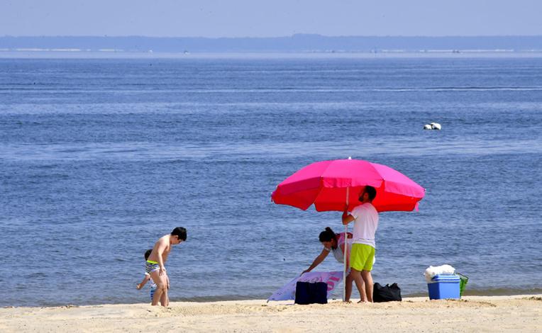 Vacances d'été: les réservations montent en puissance, sans effacer le retard du confinement