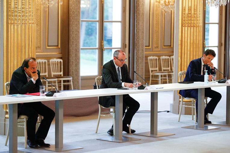 Coronavirus: réunion à l'Élysée pour plancher sur des solutions face à la crise