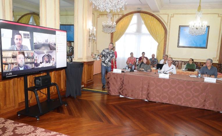 Les quatre projets de centre de congrès de Outumaoro examinés par le Pays