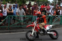 RUN: Démonstration de moto Supermotard à Pirae