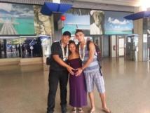 Un départ fêté en famille. Ici, Dan TIHONI (à gauche) avec sa nièce (enceinte de 9 mois) et son neveu Roohinauu DOUYERE (aussi sélectionné par le club).