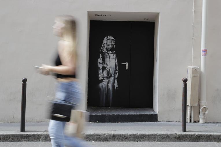 Un Banksy, volé au Bataclan à Paris en 2019, retrouvé dans une ferme italienne
