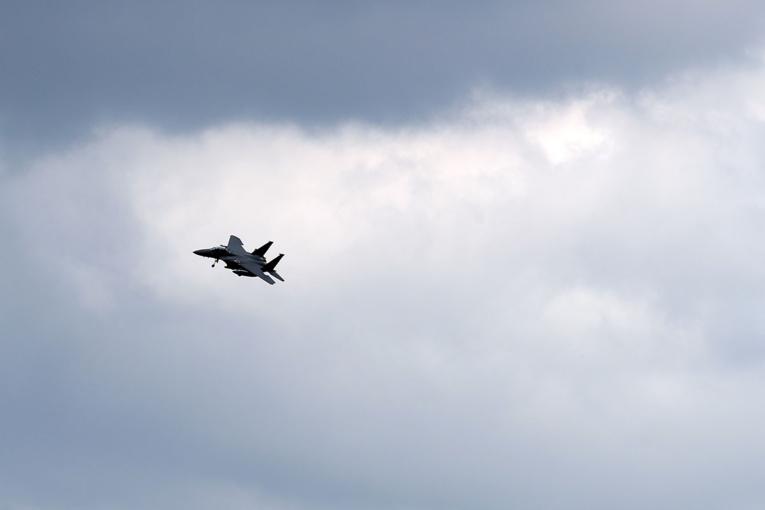 Un avion de chasse F-15 américain s'écrase en mer du Nord, le sort du pilote inconnu