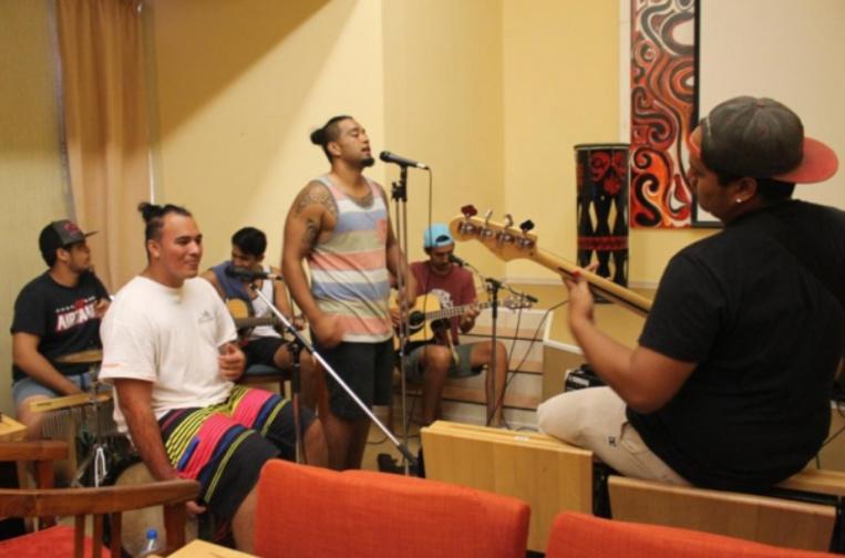 Le groupe Koru en répétition.