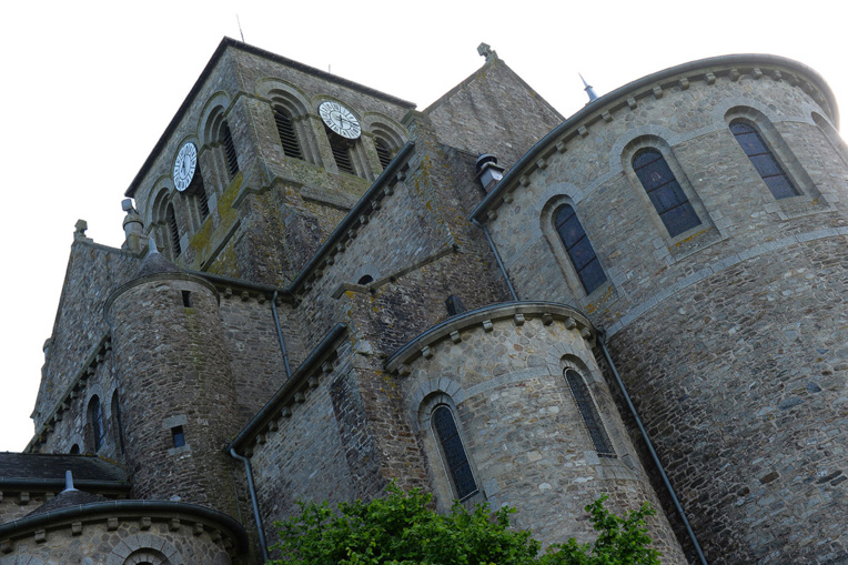 """Eglise catholique: au moins """"3.000 victimes"""" de pédocriminalité en France, selon une première estimation indépendante"""