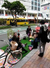 Park(ing) day, ou quand les piétons prennent la place des voitures