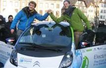 Deux baroudeurs achèvent à Strasbourg un tour du monde en voiture électrique