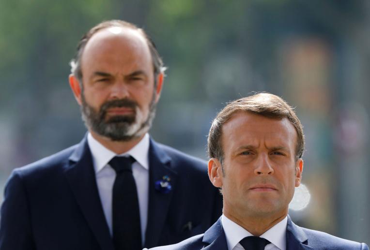 Remaniement: Macron de marbre, la majorité spécule