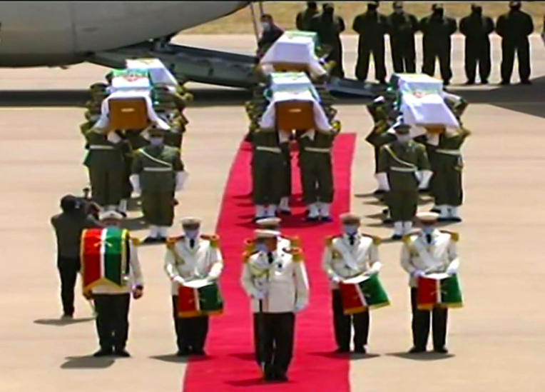 """L'Algérie accueille solennellement les restes de ses premiers """"martyrs"""" anti-coloniaux"""