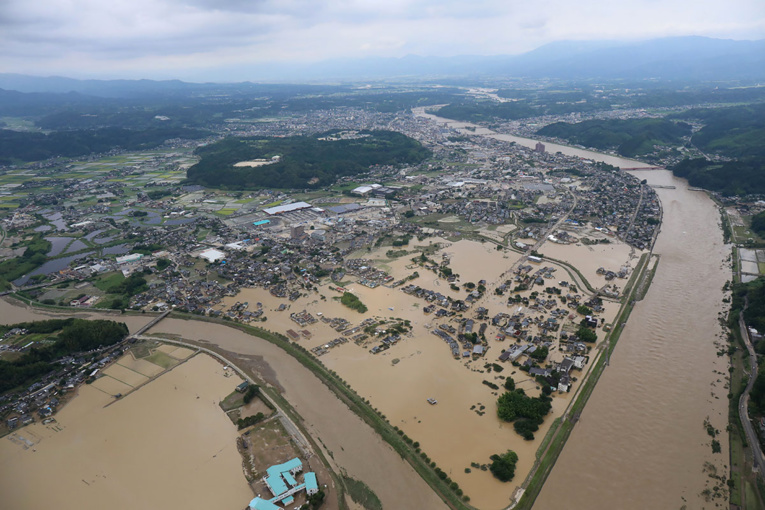 Inondations meurtrières au Japon: les secours retardés, le bilan humain s'alourdit
