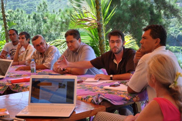 atelier culture - l'archéologue Guillaume molle et le reste des experts débattent sur les critères de sélection à retenir