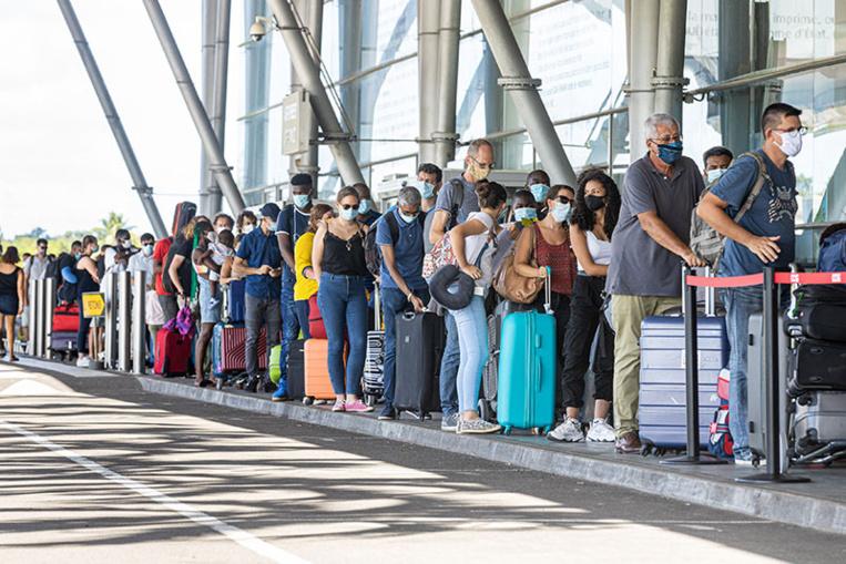 Coronavirus: vols annulés et pagaille à l'aéroport de Cayenne