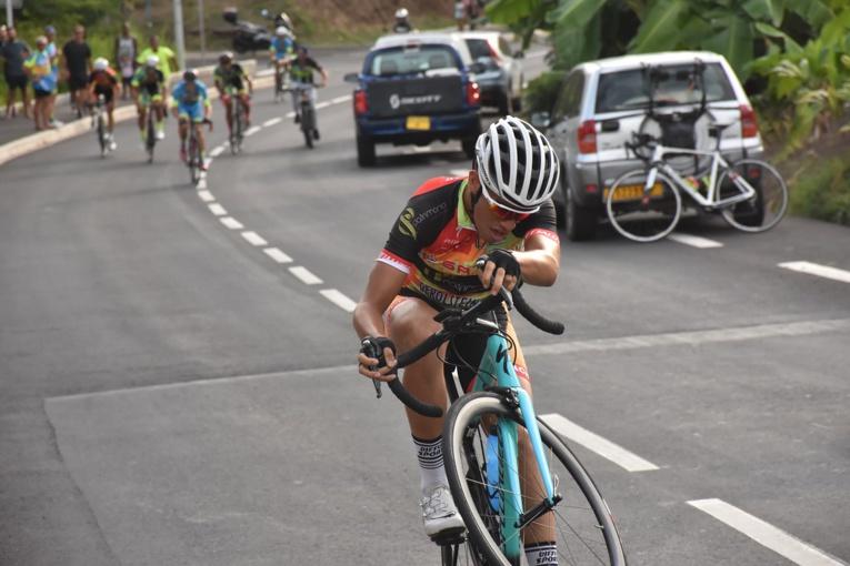 Kahiri Endeler  s'est même permis de franchir la ligne d'arrivée en wheeling.