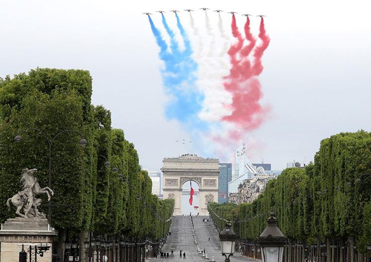 Un 14-Juillet petit format, soignants, Résilience et de Gaulle à l'honneur