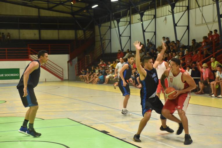 Les défenses ont pris le pas sur les attaques lors du match des hommes.