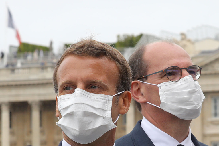 """Masque obligatoire dans les lieux publics clos dès """"la semaine prochaine"""" selon Castex"""