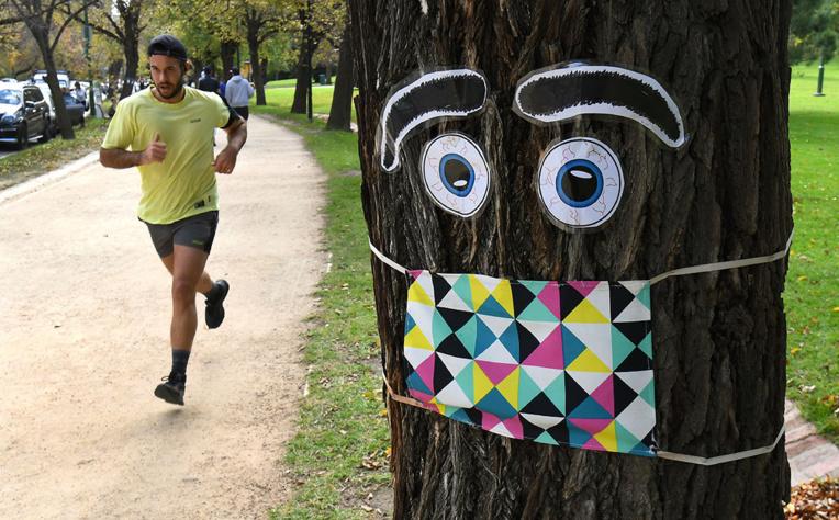 Les masques, nids à infox sur les réseaux sociaux
