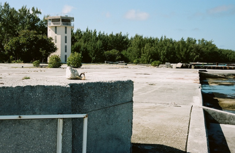 Les anciennes installations du CEP sur l'atoll de Moruroa. (Photo : Grégory Boissy)